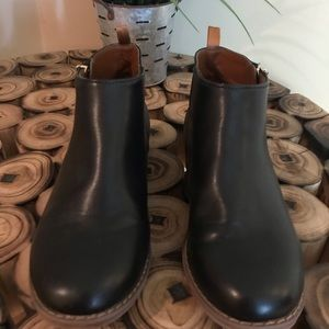GAP Shoes - GAP Girls Black Ankle Boot. Size 1